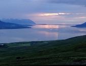 Island Mitternachtssonne am Fjord 2 Juni 2018 web .jpg